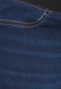 Dorothy Perkins Maternity - UNDERBUMP PREMIUM EDEN - Jeans Skinny Fit - mid wash denim - 2