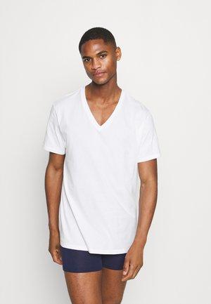 COTTON CLASSICS V NECK 3 PACK - Undershirt - white