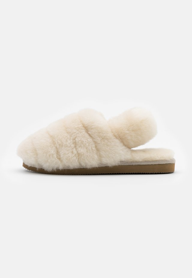NELLIE - Slippers - creme