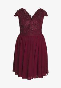 Chi Chi London Curvy - CURVE JOEN DRESS - Cocktail dress / Party dress - burgundy - 4
