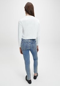 Calvin Klein Jeans - SHRUNKEN INST  - Long sleeved top - bright white - 2