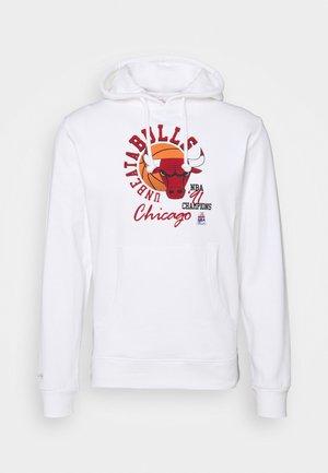 NBA CHICAGO BULLS UNBEATABULLS HOODY - Klubbkläder - white