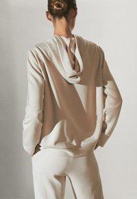 Massimo Dutti - MIT REISSVERSCHLUSS  - Zip-up hoodie - beige - 1