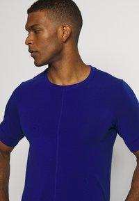Nike Performance - DRY YOGA - T-shirt basic - deep royal blue/black - 3