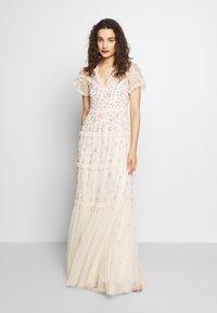 Needle & Thread - RUFFLE GLIMMER GOWN - Vestido de fiesta - off-white - 0