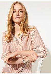 comma - MIT MUSTER - Blouse - cognac pinstripes - 4