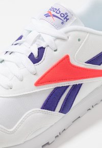 Reebok Classic - RAPIDE - Sneaker low - white/team purple/neon red - 5