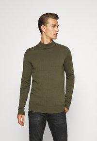 Pier One - Stickad tröja - oliv - 0