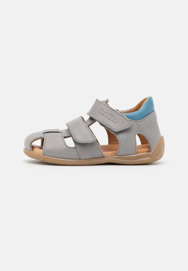 CARTE DOUBLE - Sandaalit nilkkaremmillä - light grey