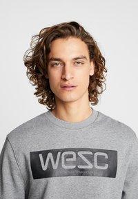 WeSC - MILES LOGO - Sweatshirt - medium grey melange - 4