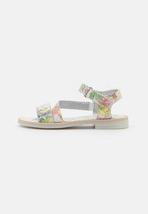 Sandaalit nilkkaremmillä - bianco/fucsia/verde