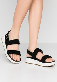 UGG - LYNNDEN - Platform sandals - black - 0