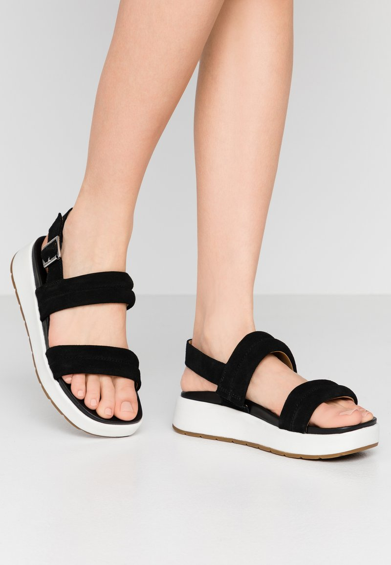 UGG - LYNNDEN - Platform sandals - black