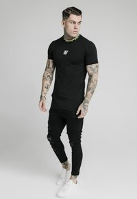 SIKSILK - HEM TAPE COLLAR GYM TEE - Basic T-shirt - black - 1