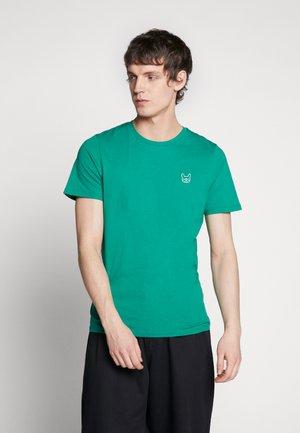 JJEDENIM LOGO TEE O-NECK - T-shirt - bas - verdant green/white