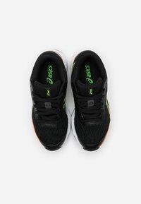 ASICS - GT-1000 9 - Zapatillas de running estables - black/green gecko - 3