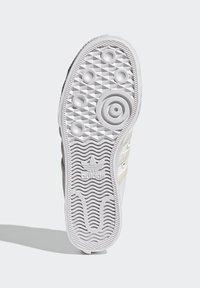 adidas Originals - NIZZA PLATFORM W - Baskets basses - ftwwht/owhite/silvmt - 4