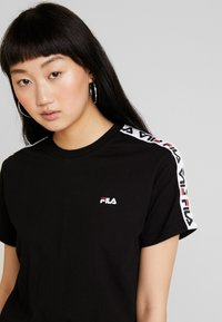 Fila - ADALMIINA TEE - Print T-shirt - black - 3