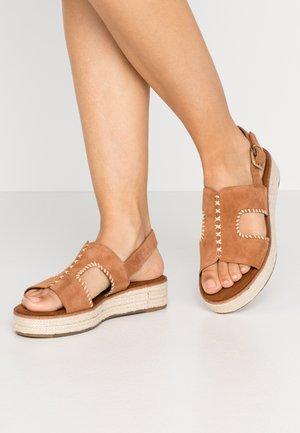 Sandály na platformě - nut