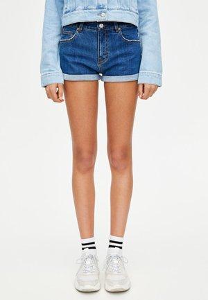 MIT HALBHOHEM BUND IM USED-LOOK - Denim shorts - dark-blue denim