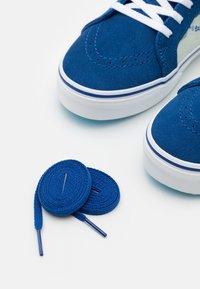 Vans - JN VANS X SPONGEBOB SK8-HI ZIP UNISEX - Höga sneakers - dark blue/multicolor - 5