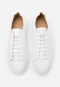 Royal RepubliQ - COSMOS DERBY SHOE - Casual lace-ups - white - 5