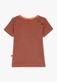 Smitten Organic - TEE BABY ZGREEN - Print T-shirt - living coral - 1