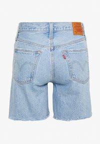 Levi's® - 501® MID THIGH - Szorty jeansowe - light blue denim - 1