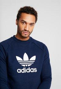 adidas Originals - TREFOIL CREW UNISEX - Sweatshirt - collegiate navy - 3