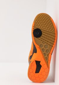 Kempa - ATTACK CONTENDER CAUTION  - Handball shoes - fresh orange/black - 4