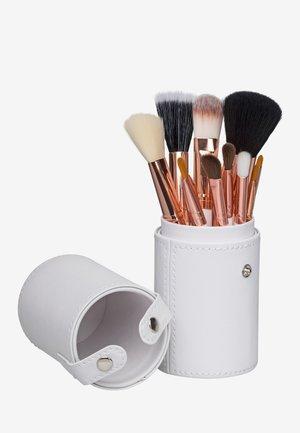12 PIECE BRUSH SET TRAVEL CASE - Make-upkwastje - white/rose gold