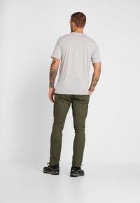 Columbia - DESCHUTES RIVER CARGO PANT - Trousers - peatmoss - 2