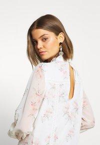 NA-KD - HIGH NECK CROCHET  - Sukienka letnia - light white - 3
