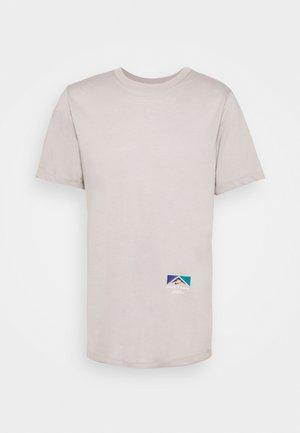 TEE TRAIL - T-shirt print - college grey