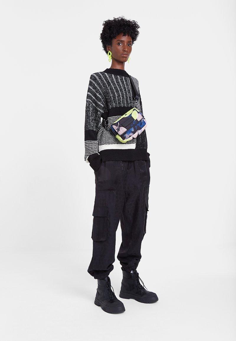 Desigual - JERS_SAVONA - Sweatshirt - black