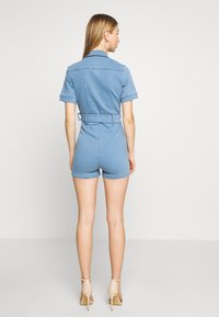 Missguided - SELF BELTED PLAYSUIT - Overall / Jumpsuit /Buksedragter - light wash - 2