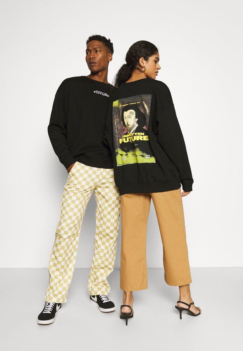RETHINK Status - CREWNECK LABEL UNISEX - Sweatshirt - black