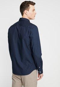 Selected Homme - SLHSLIMMARK-WASHED - Business skjorter - navy blazer - 2