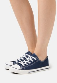 New Look - MARKED TOE CAP TOP UP - Trainers - navy - 0