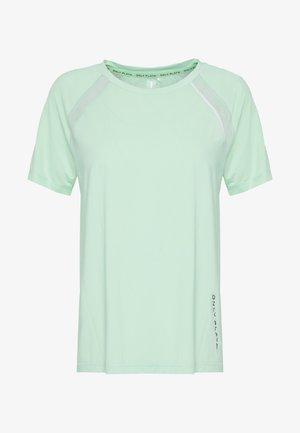 ONPPERFORMANCE LOOSE - Basic T-shirt - green