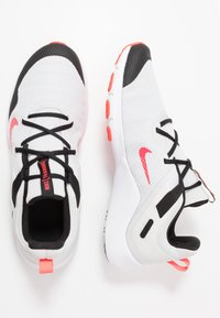 Nike Performance - LEGEND ESSENTIAL - Sportovní boty - photon dust/laser crimson/black/white - 1