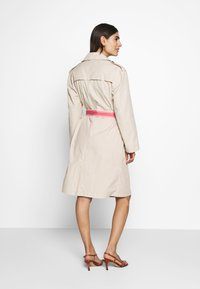 Frieda & Freddies - TRENCH COAT - Trenchcoat - cream - 2