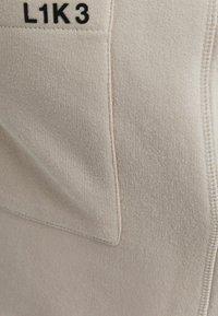 Bershka - UNISEX - Pantaloni sportivi - sand - 5