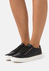 Miss Selfridge - TWIST DETAIL LACE UP TRAINER - Sneakers laag - black - 0