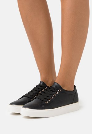 TWIST DETAIL LACE UP TRAINER - Sneakers - black
