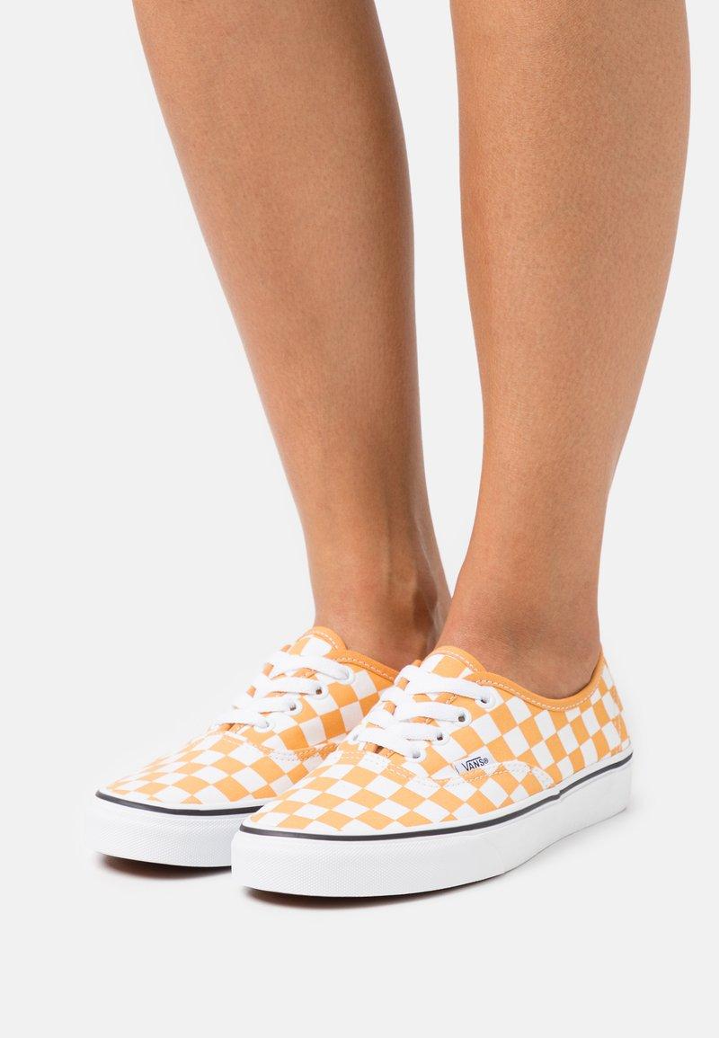 Vans - VANS AUTHENTIC X OPENING CEREMONY - Sneakers - golden nugget/true white