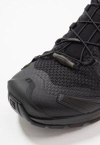 Salomon - XA PRO 3D V8 - Běžecké boty do terénu - black - 8