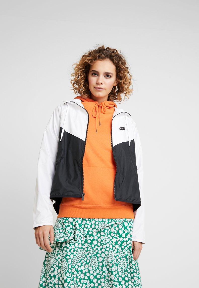 Nike Sportswear - Chaqueta de entrenamiento - white/black