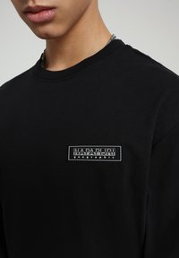 Napapijri - PATCH - Long sleeved top - black - 4