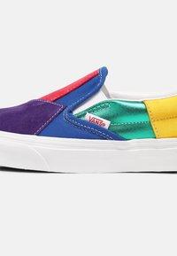 Vans - UA CLASSIC  - Slip-ons - pride patchwork/true white - 7